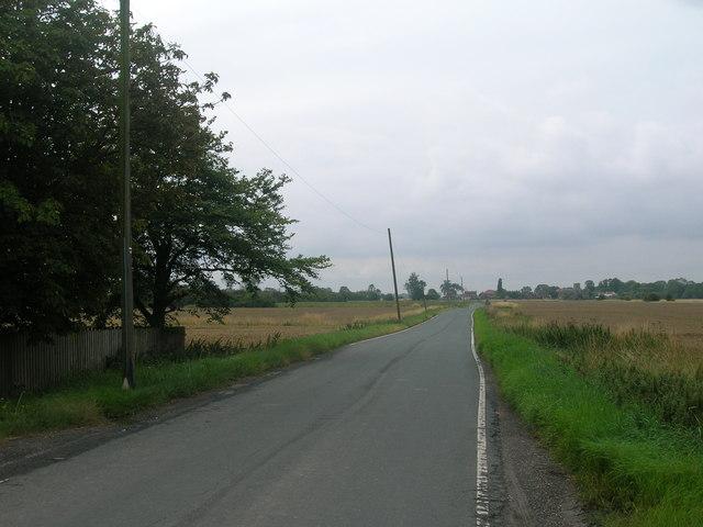 Minor road towards Adlingfleet