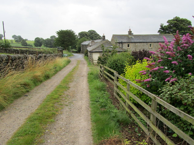 Approaching Lindley Green