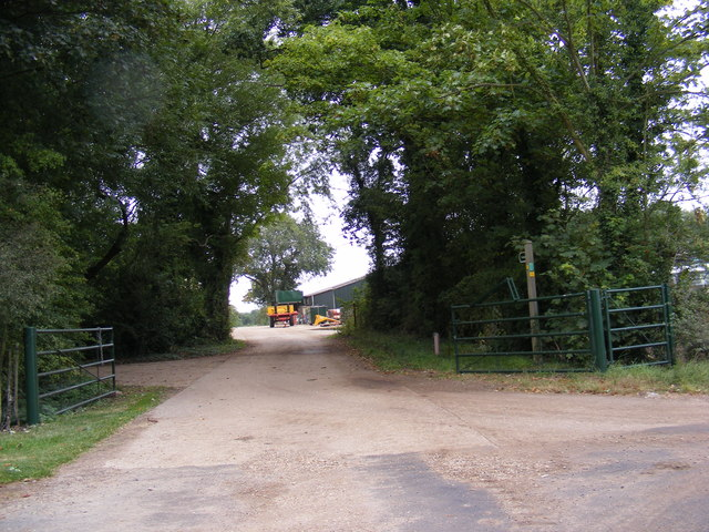 Footpath to Dowsing's Bridge & Entrance to Hoo Hall