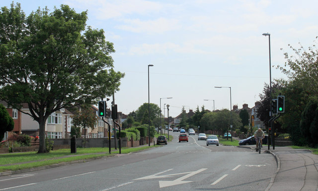 2011 : A432 Badminton Road entering Downend