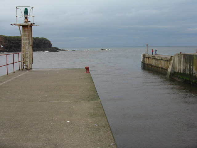 Eyemouth Harbour - the way out