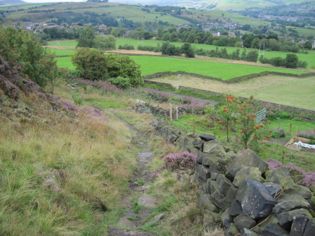 Footpath towards Heath Road near Linthwaite