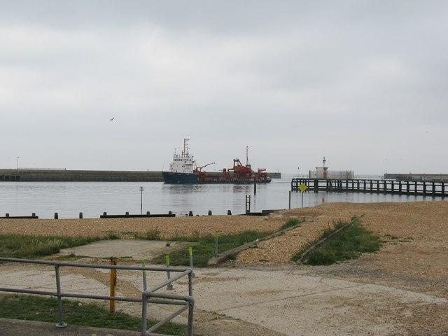 Arco Dee entering Shoreham Harbour
