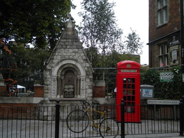 Telephone box and drinking fountain, White Church Lane E1