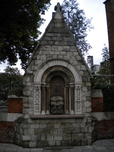 Drinking fountain, White Church Lane E1