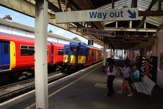 Trains passing at Earlsfield Station