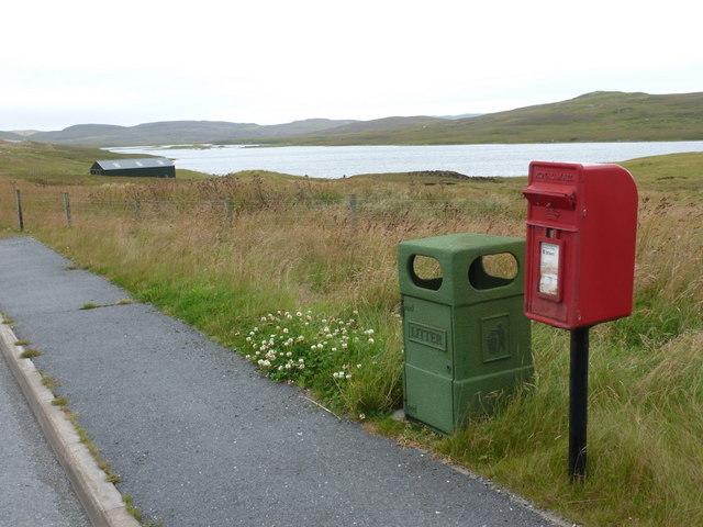 Effirth: postbox № ZE2 58, Roadside