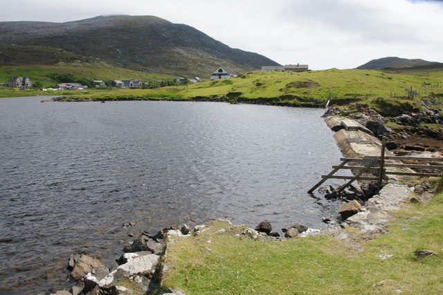 Dam on un-named loch at An t-Ob (Leverburgh)