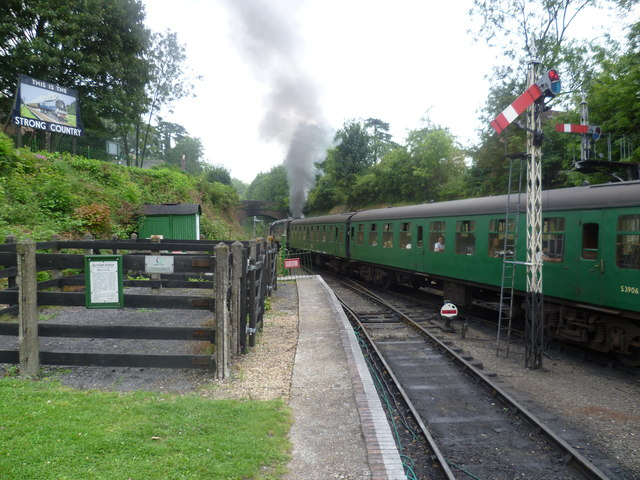 Pulling out of Alresford station
