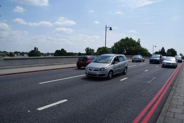 Traffic on Kew Bridge