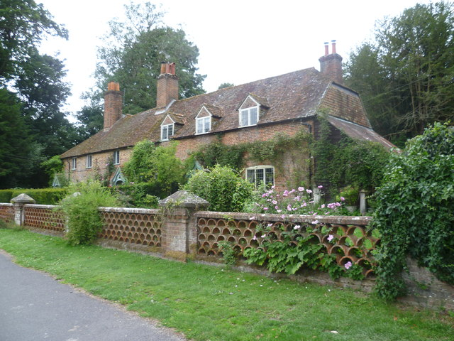 Cottages in Winchester Road, Chawton