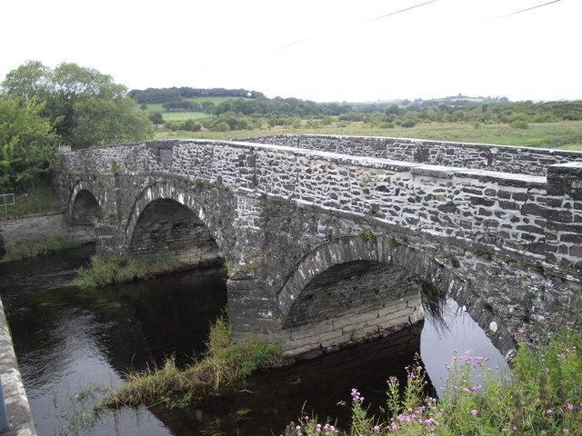 Disused bridge, Pont Einon