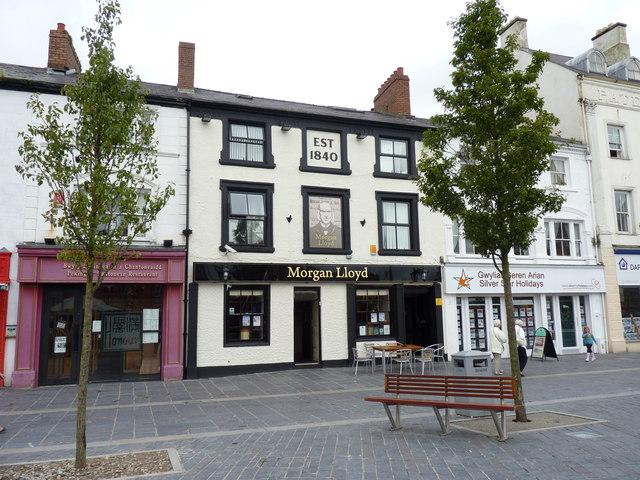 Morgan Lloyd pub on Castle Square (Y Maes), Caernarfon