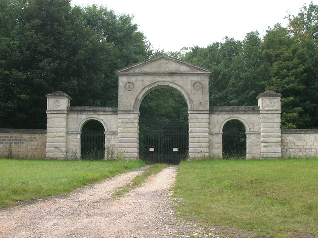 Entrance gates, Malpas Hill