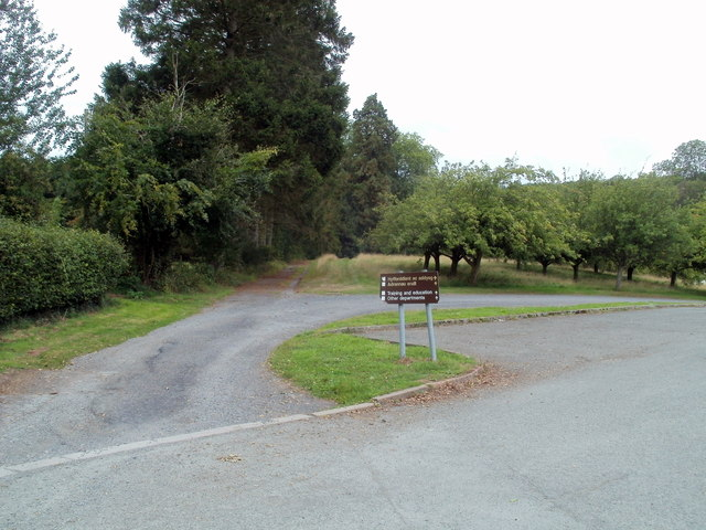Track to Pont-y-wal Cottages, Bronllys