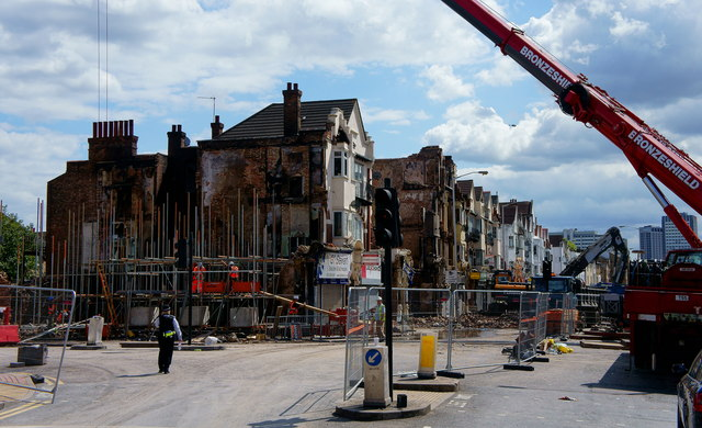 Demolition of buildings after the Croydon Riots - 8th August 2011 (Peter Trimming) / CC BY-SA 2.0