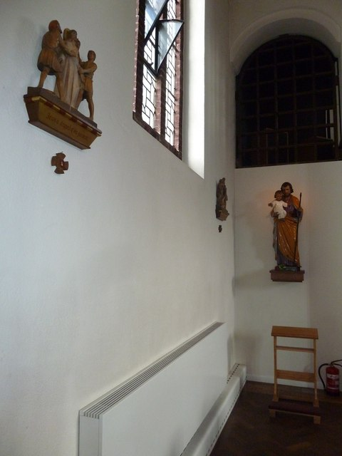 Inside the Friary Church of St Francis and St Anthony, Crawley (e)