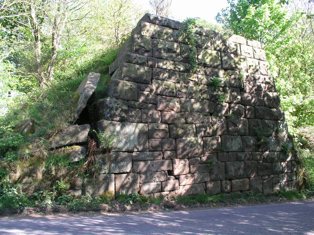 Old abutment in Lees Road, Birchover