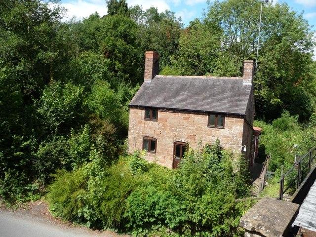 House by the railway bridge, Hampton