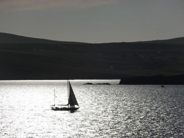 Gulberwick: a yacht passes Punds Stack