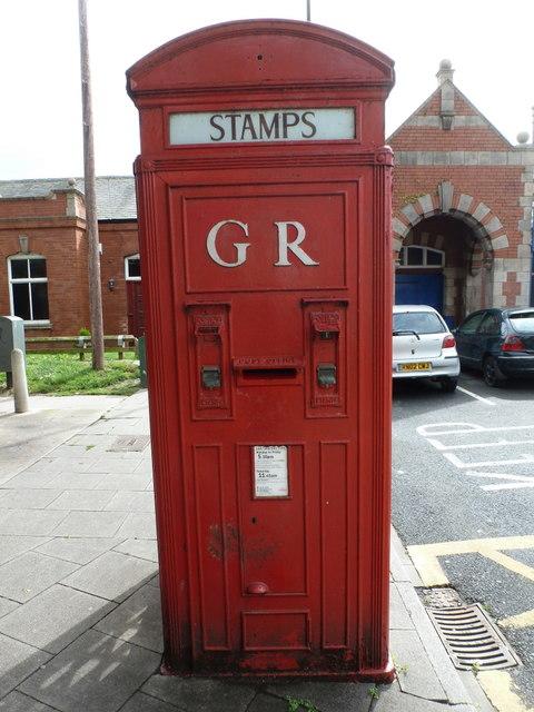 Whitley Bay: postbox № NE26 412, Station Square