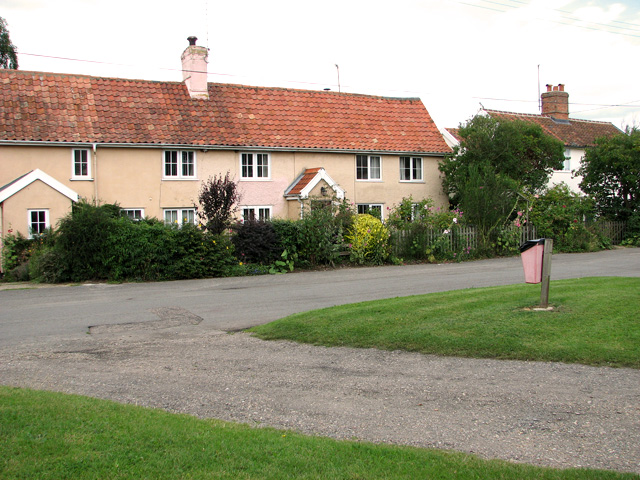 Pink cottages by the green, Middleton