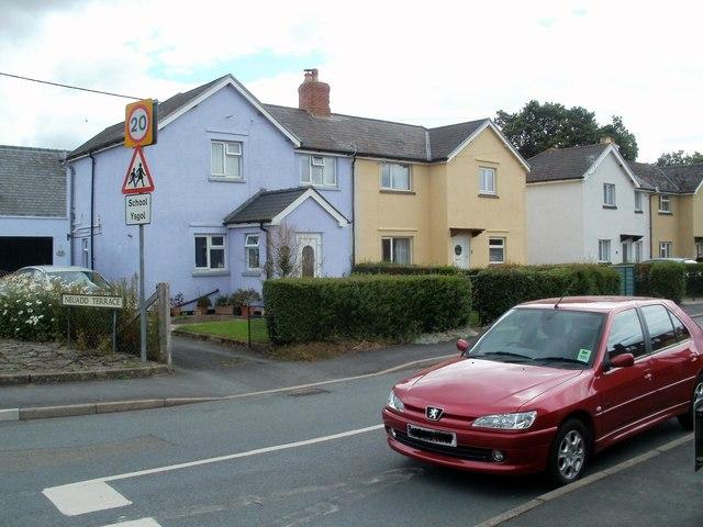 Painted houses, Neuadd Terrace, Bronllys