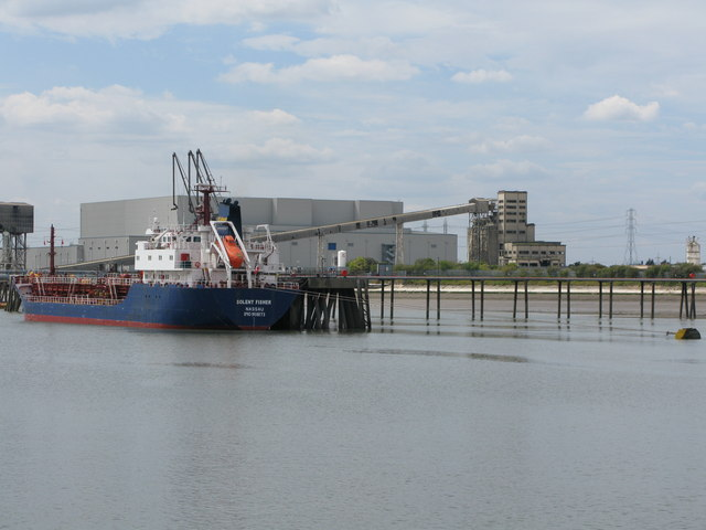 The Solent Fisher at a jetty, West Thurrock