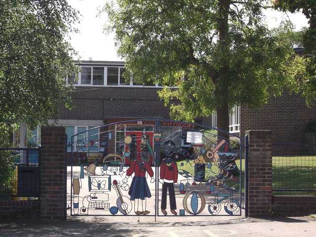 Gates To Red Hill Primary School David Anstiss Cc By Sa