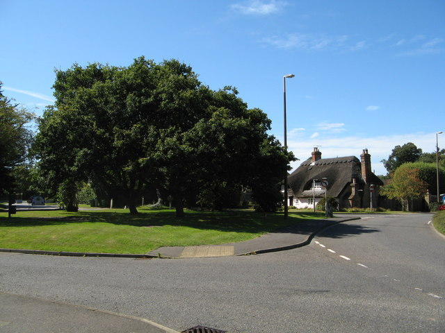 Station Road roundabout from Vicarage Lane