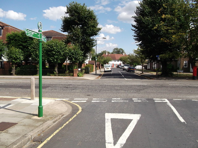 Green Chain Walk crosses Green Lane