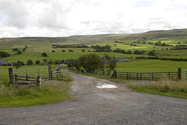 Entrance road to Broadhead Farm