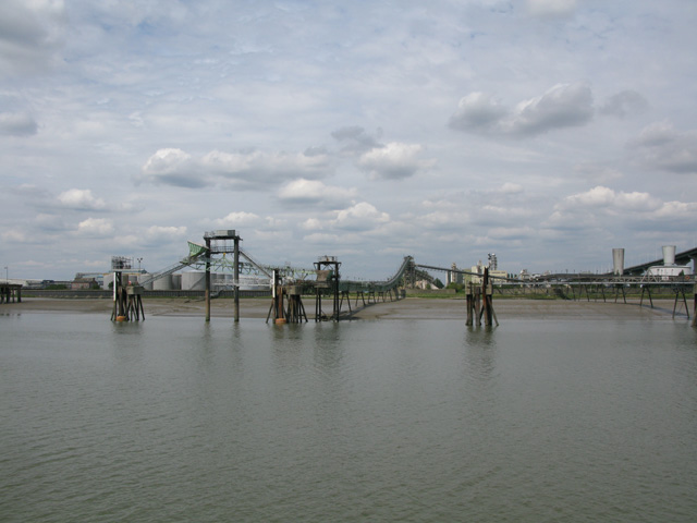 Jetties and a conveyor on the shoreline at Purfleet