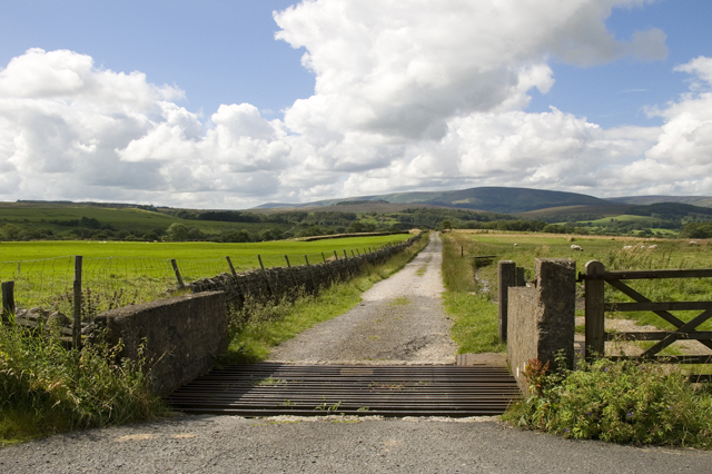 Blue Gate, farm road to New Laithe