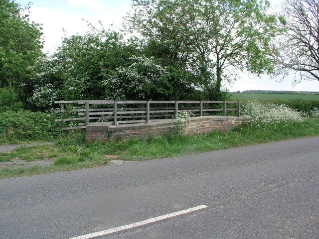 Linwood, B1202 bridge
