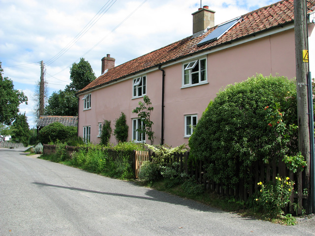Pink cottages in Church Road, Theberton