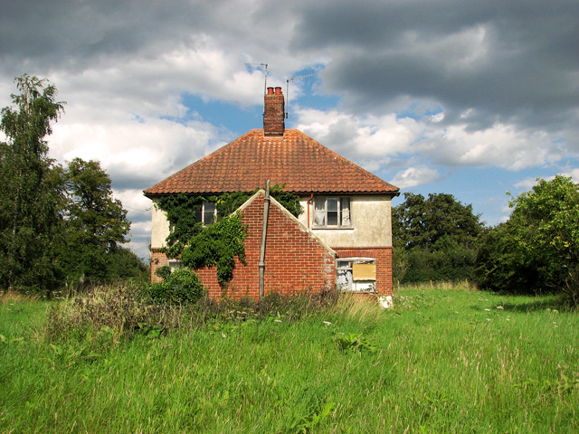 Disused council cottages by Annesons Corner