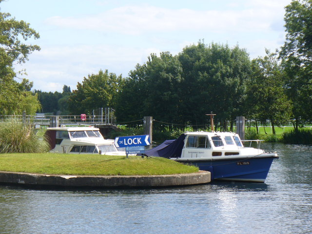 Above Boveney Lock