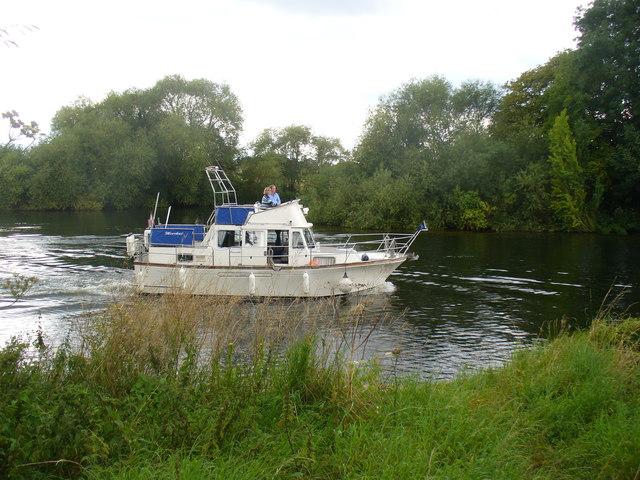 Boat by Queen's Eyot