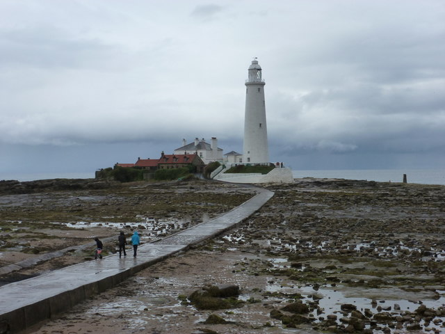 Whitley Bay: causeway to St. Mary�s Island
