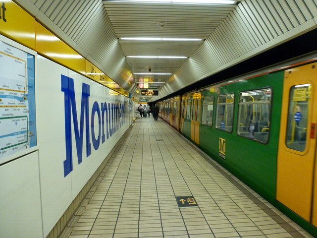 Newcastle upon Tyne: westbound platform, Monument Station