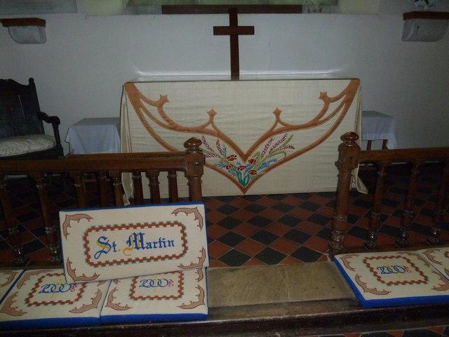 St Martin, Ellisfield: altar