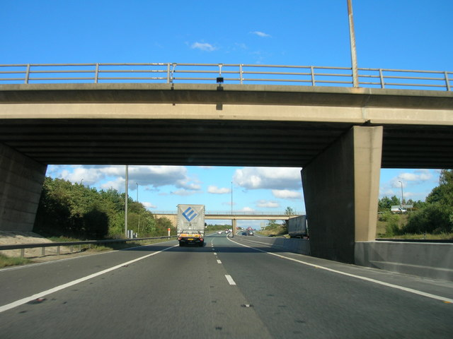 M18 eastbound, Junction 3