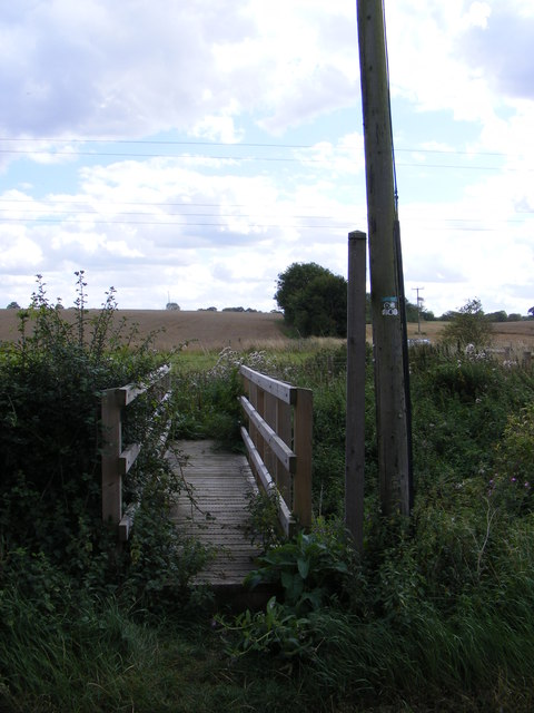 Footbridge & the footpath to the B1077