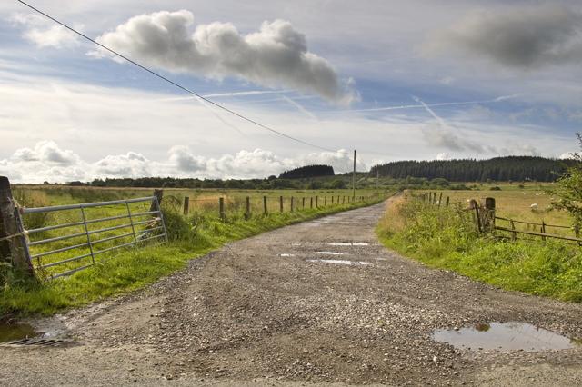 Farm track and Footpath to Sagar's Farm