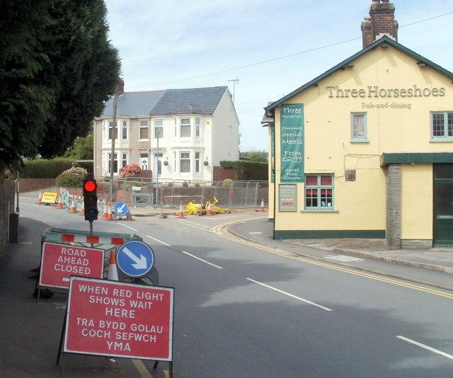 Temporary traffic lights, Pillmawr Road, Newport