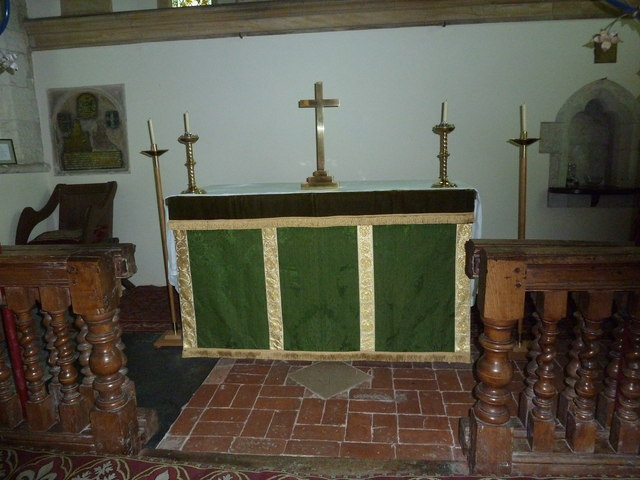 Dummer - All Saints Church: altar