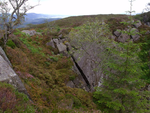 Huge crack in the angled rock layer of the 'quarry' north of Beinn Bhreac