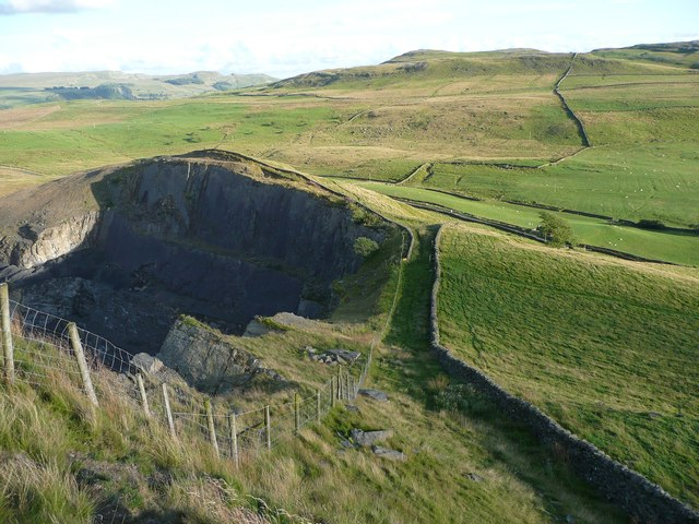 Footpaths near Dry Rigg Quarry, Austwick