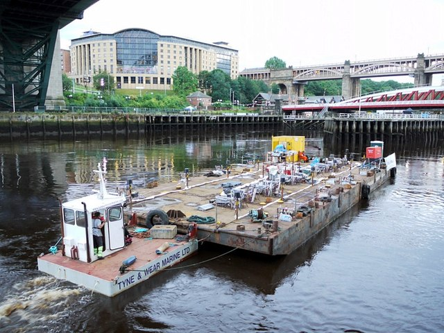 'Showboat' beneath the Tyne Bridge
